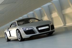 srebrne auto z wypożyczalni