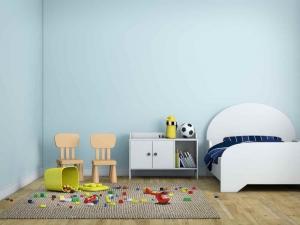 łóżko dziecięce z małym materacem